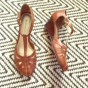 Naturalizer brown leather T-strap wedge sandals
